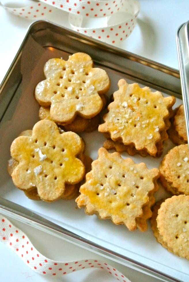 Tin of Buttery Almond Crackers