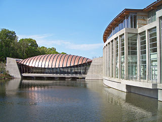 320px-Crystal_Bridges_Museum_of_American_Art--2012-04-12