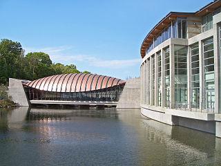 320px-Crystal_Bridges_Museum_of_American_Art--2012-04-12